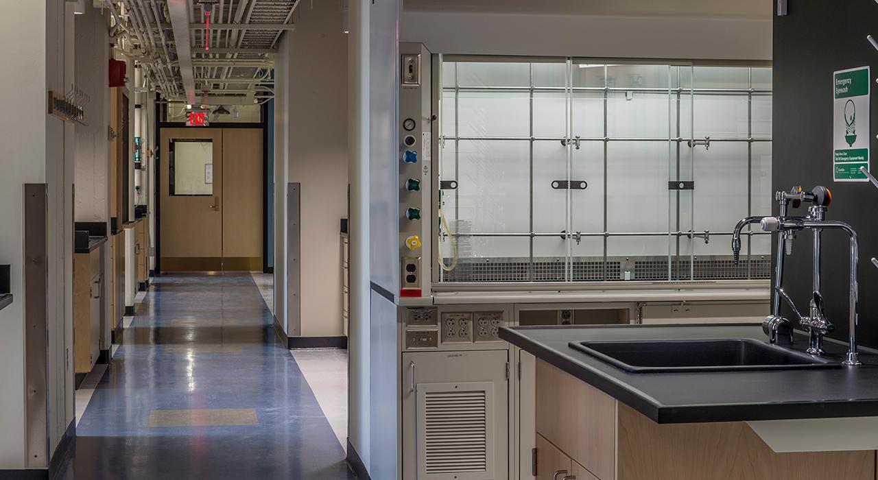 Massachusetts Institute of Technology, Building 2 Construction